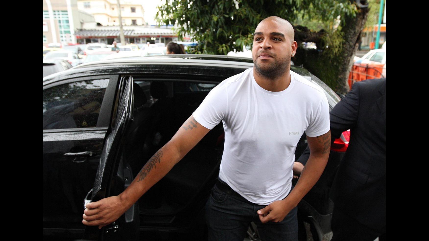 Calcio, Brasile: festa hot a Rio per Adriano, in motel con 18 prostitute