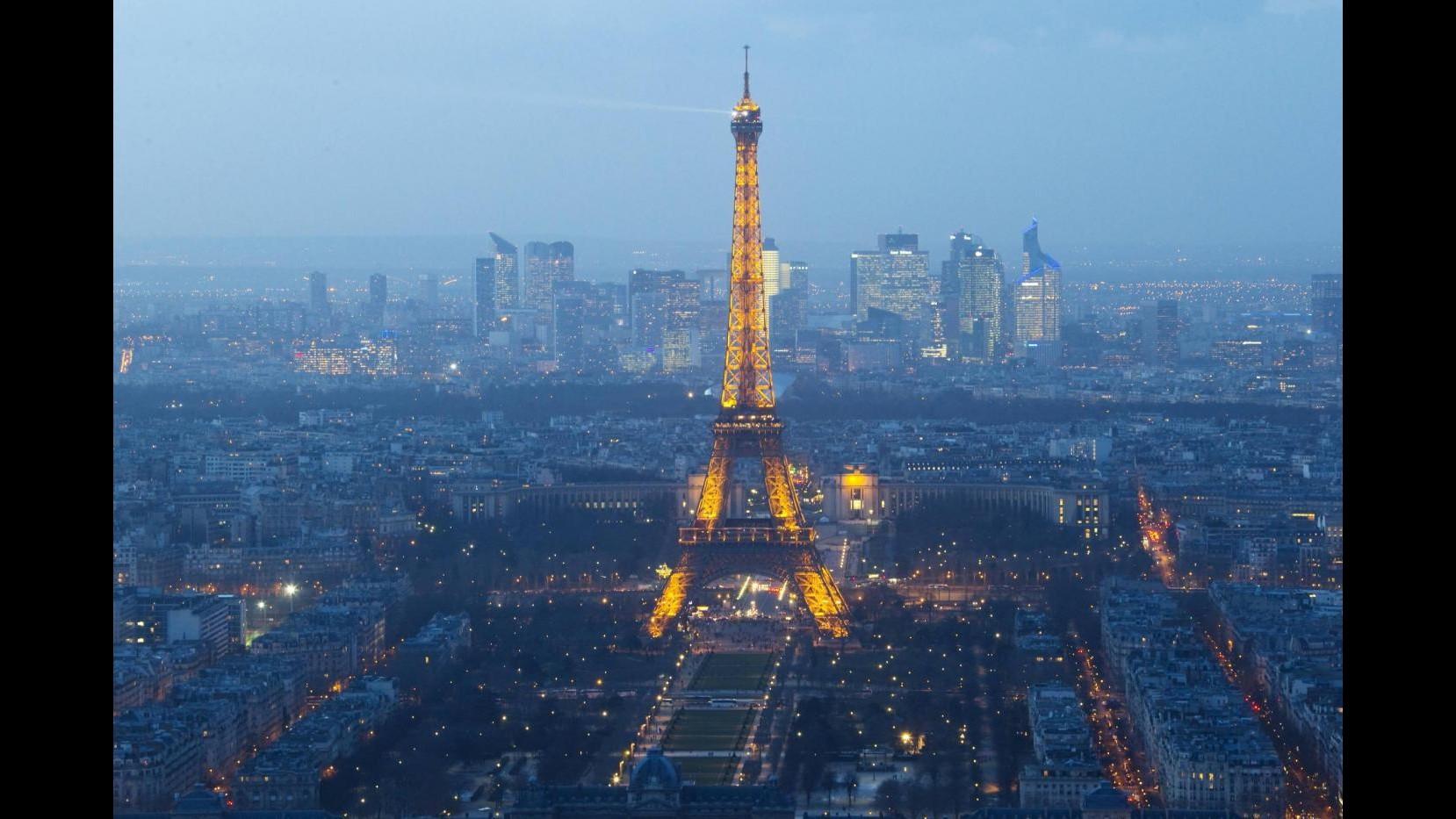 Francia, avvistati di nuovo droni su Parigi