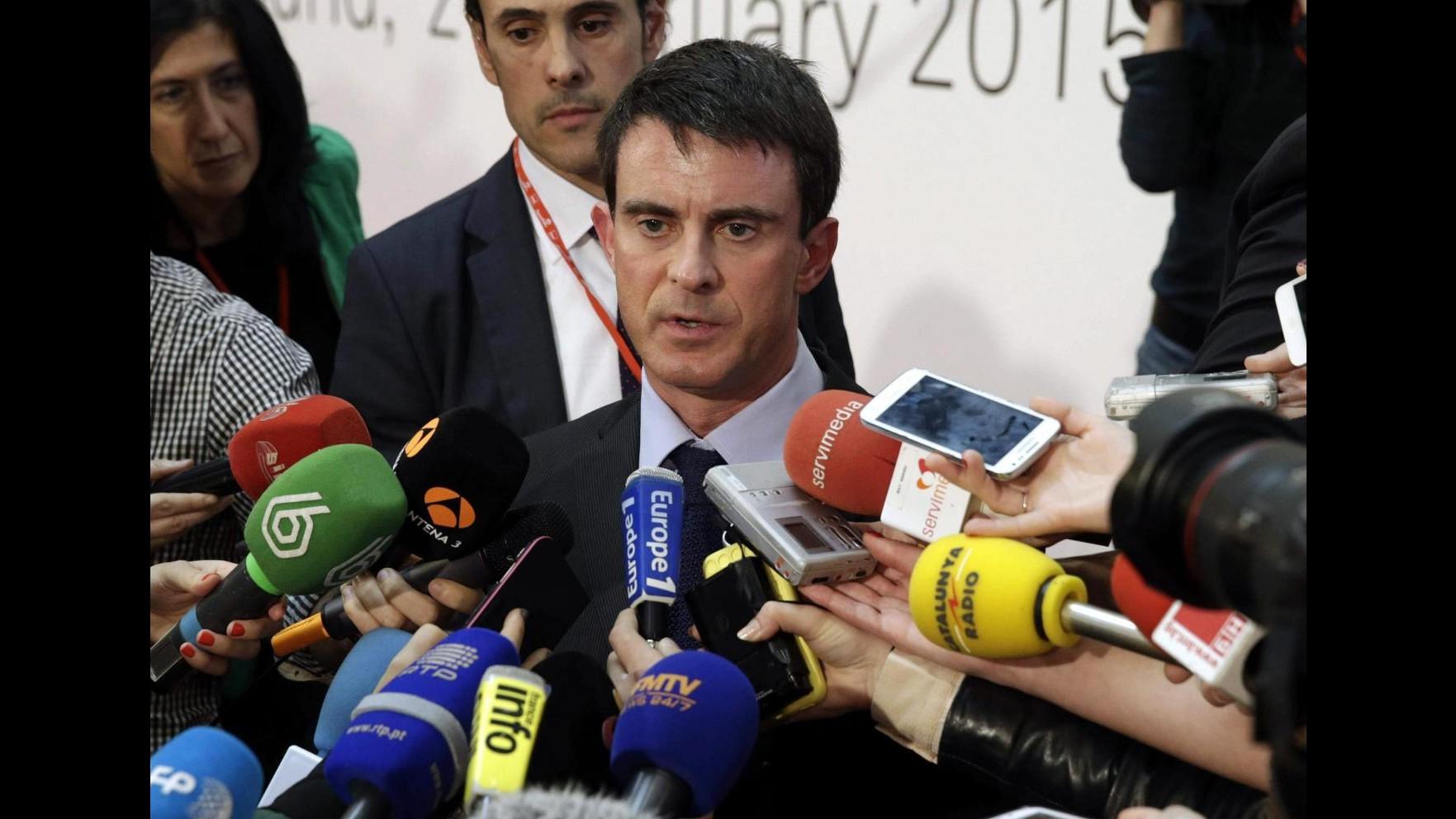 Francia, Valls contro Sarkozy: Errore morale non schierarsi contro Front National ai ballottaggi