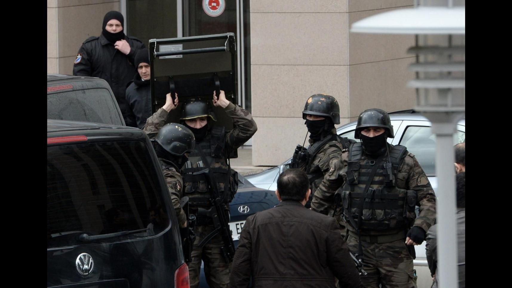 Turchia, 18 reporter rischiano carcere per foto procuratore sequestrato