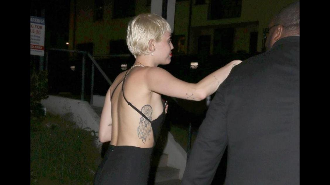 Miley Cyrus tradita dal fidanzato? Si consola a cena con una amica