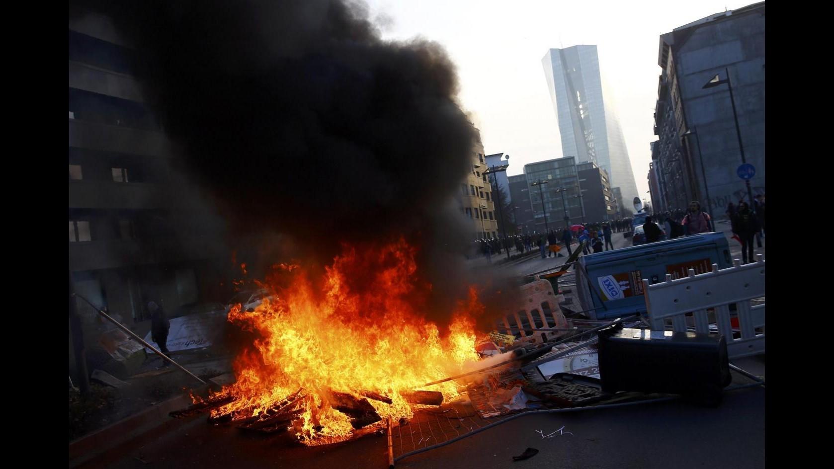 Nuova sede Bce, scontri in protesta Blockupy a Francoforte: 2 feriti