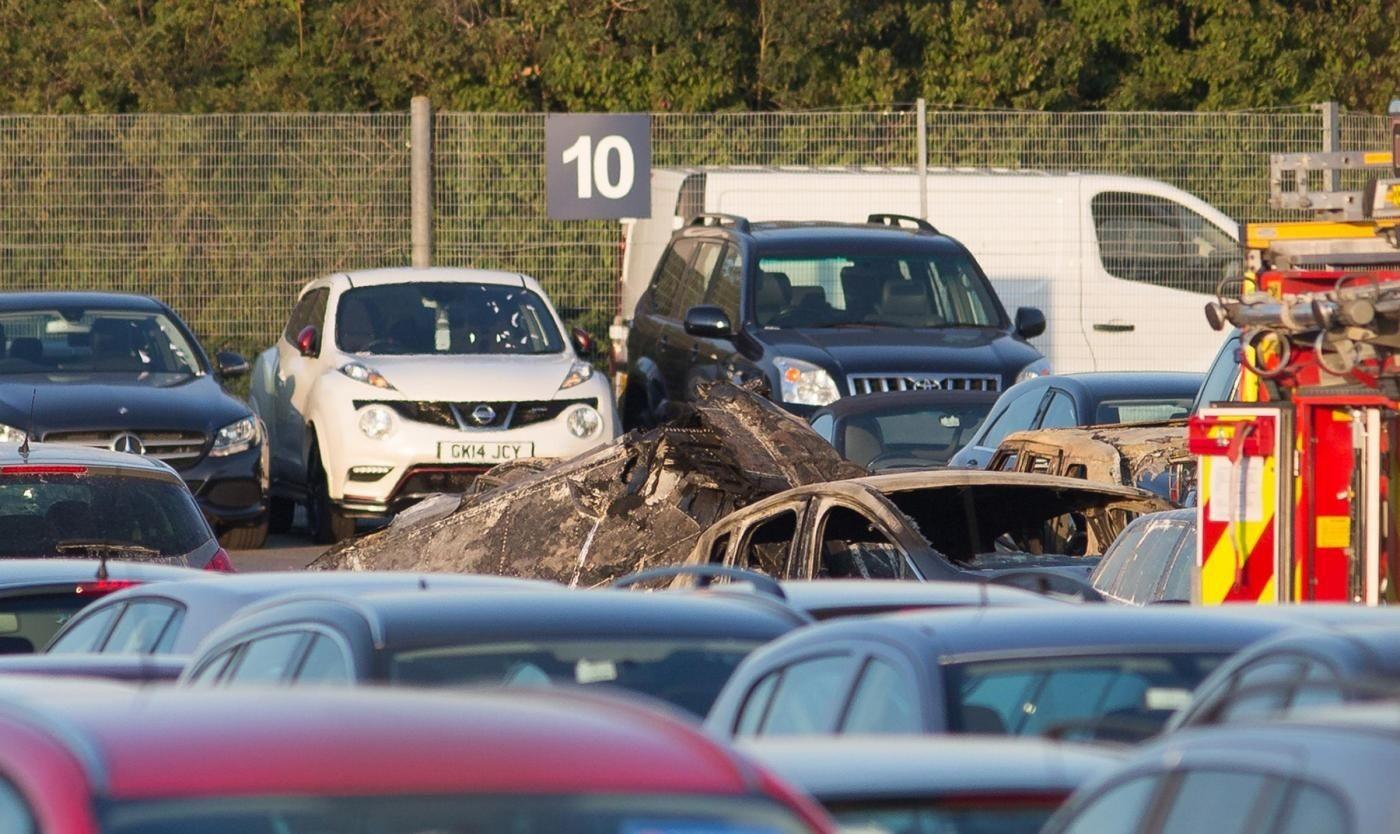 Jet privato partito da Milano precipita a Londra. Quattro morti. Media: Era della famiglia Bin Laden