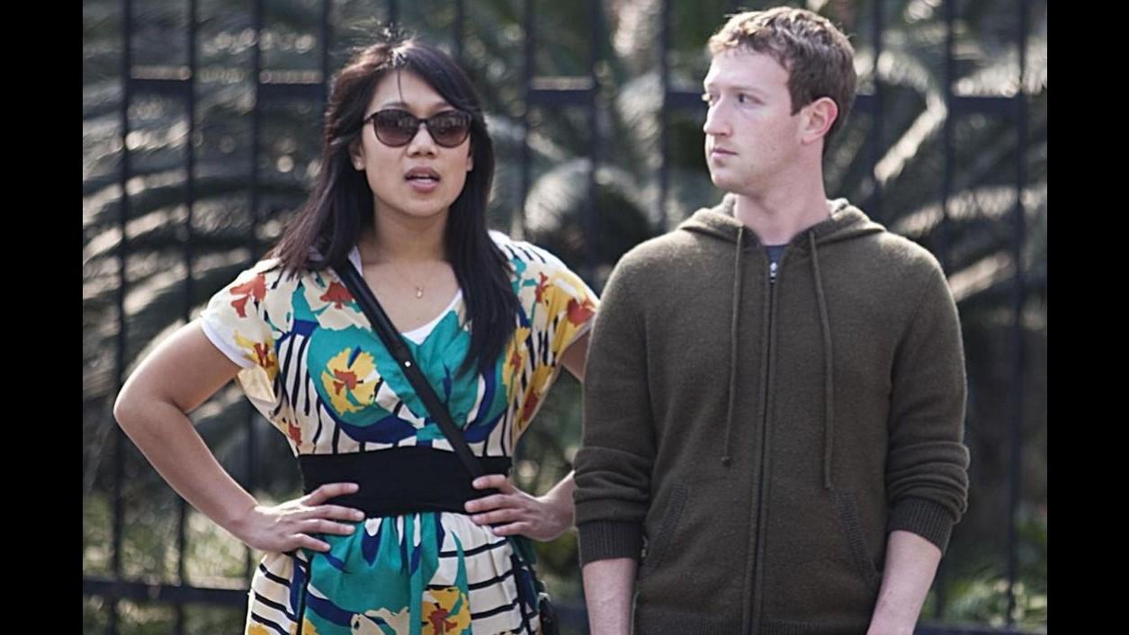 Zuckerberg diventerà papà  L'annuncio sulla sua bacheca