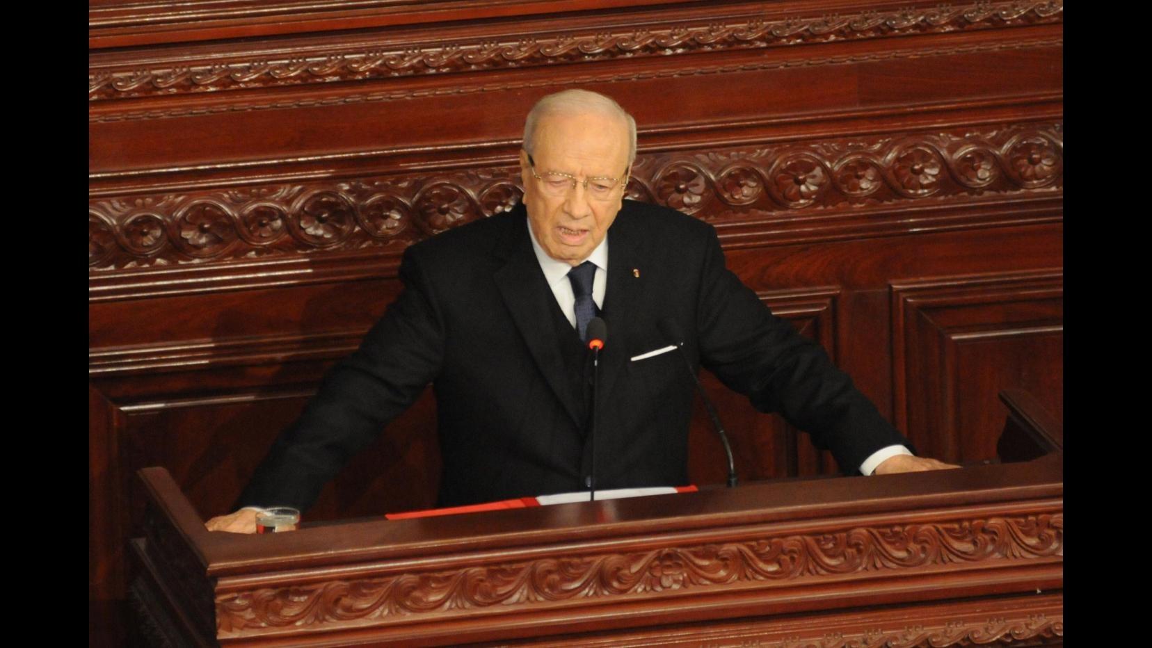 Tunisia, il presidente prolunga di 2 mesi lo stato di emergenza dopo l'attentato di Sousse