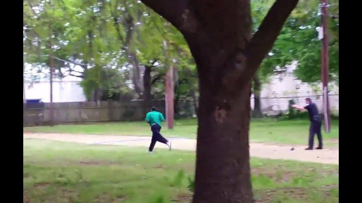 Usa, spara alle spalle e uccide 50enne di colore: arrestato agente bianco in South Carolina