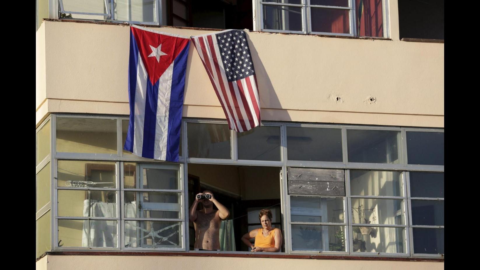 Cuba, torna a sventolare la bandiera Usa. Dopo 54 anni riapre l'ambasciata, Kerry: Siamo felici