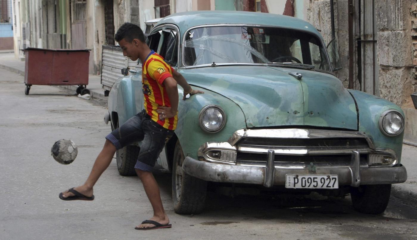Cuba, all'Avana 1° punto wi-fi gratuito: i giovani scoprono internet