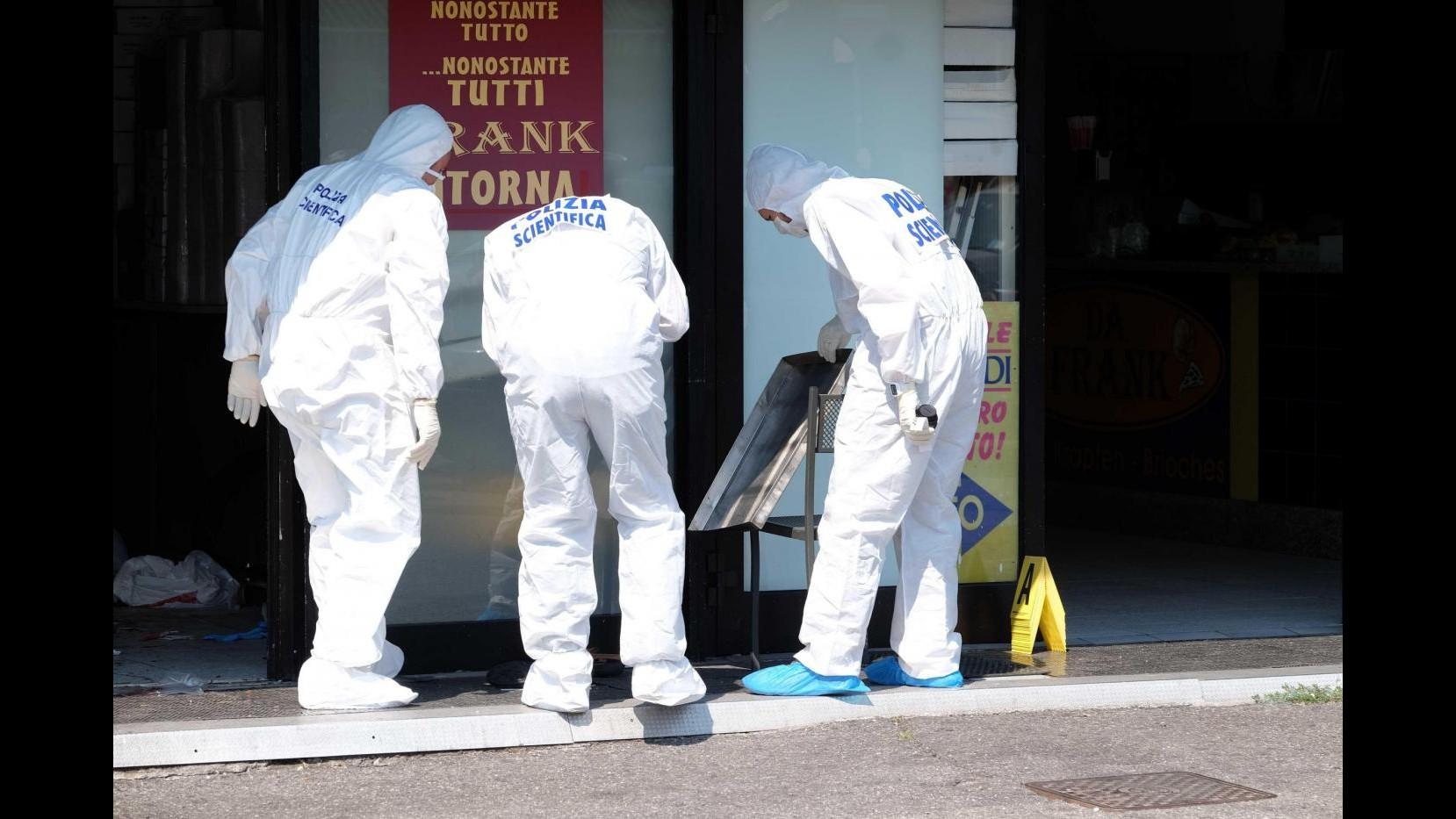 Rapina e sparatoria a Brescia: uccisi marito e moglie gestori di un locale in città