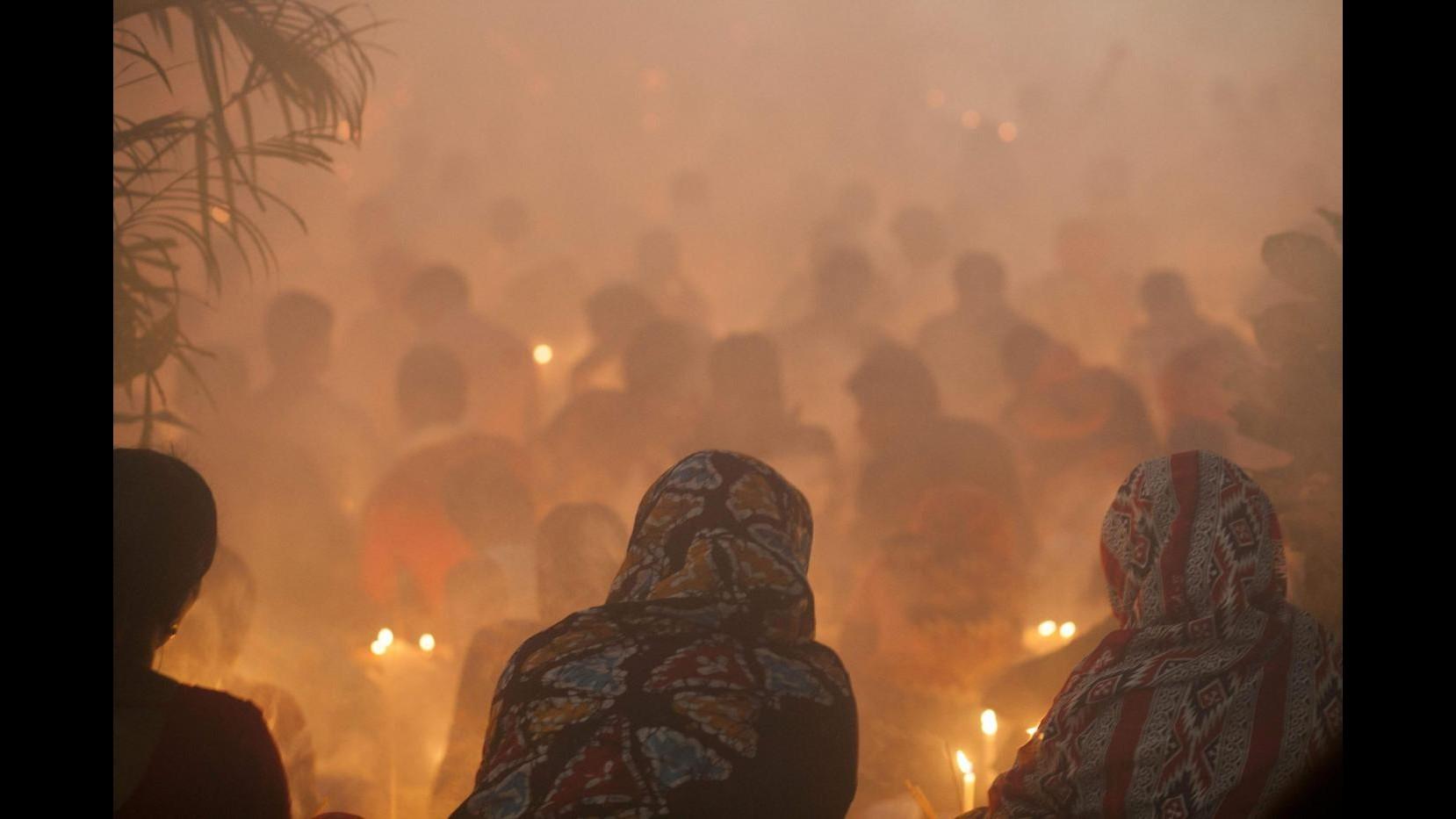 Calca in rituale indù a Dacca: 10 morti e 30 feriti