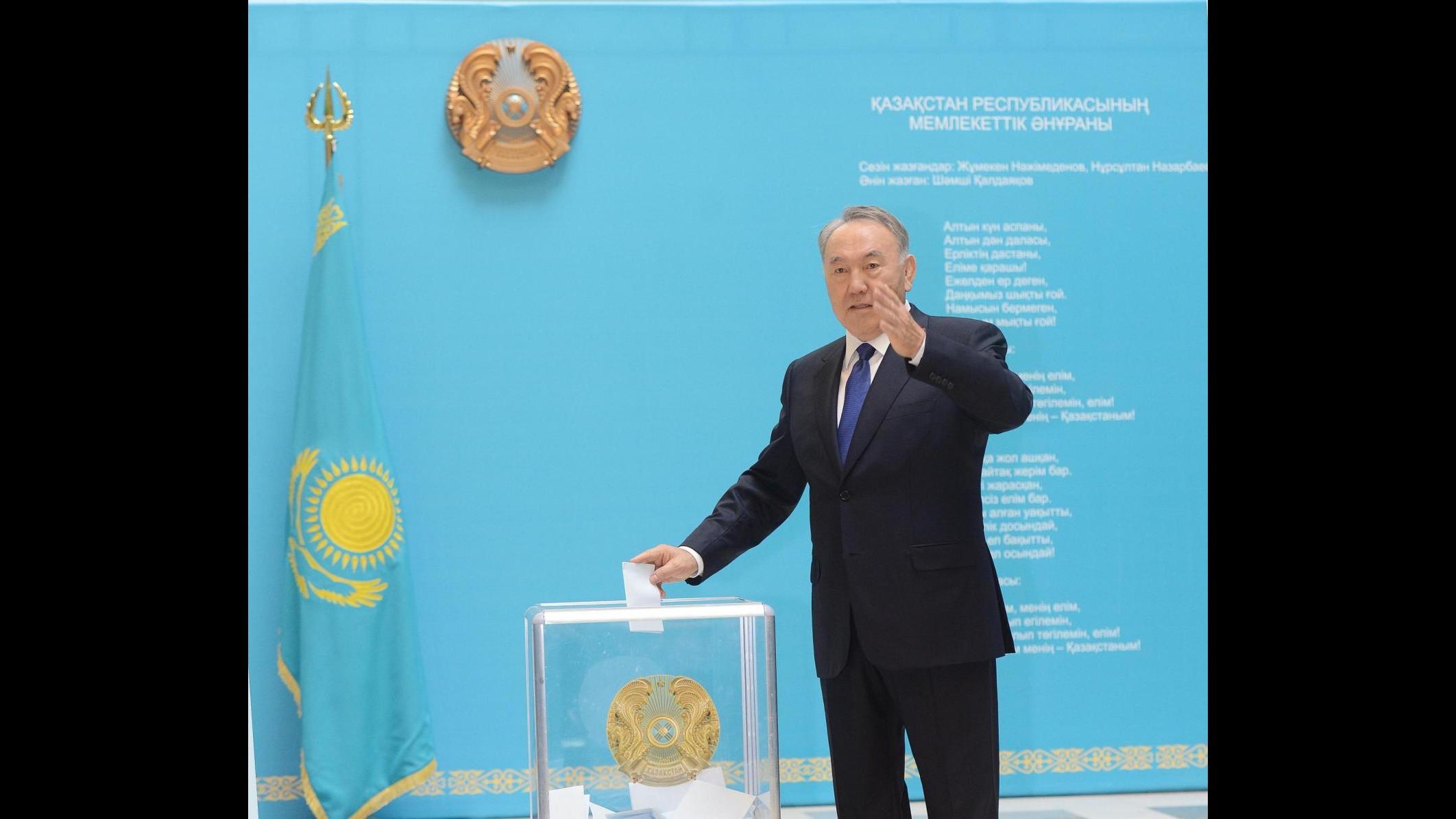 Kazakistan, elezioni: Nazarbayev resta presidente con 97,7% voti