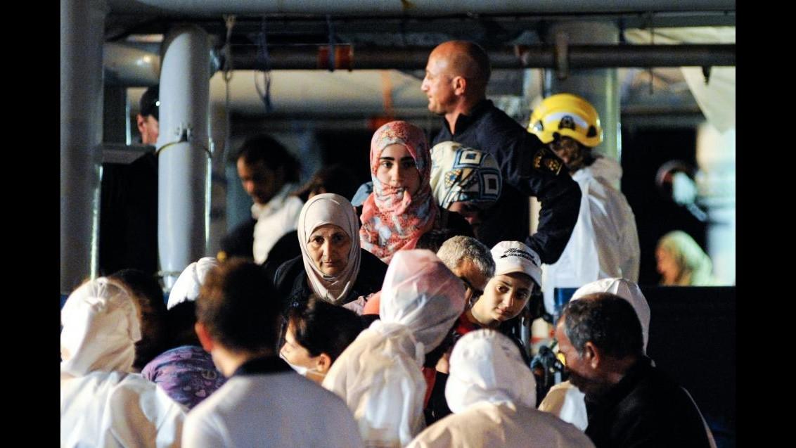 La nave svedese Poseidon è arrivata a Palermo con i cadaveri di 52 migranti