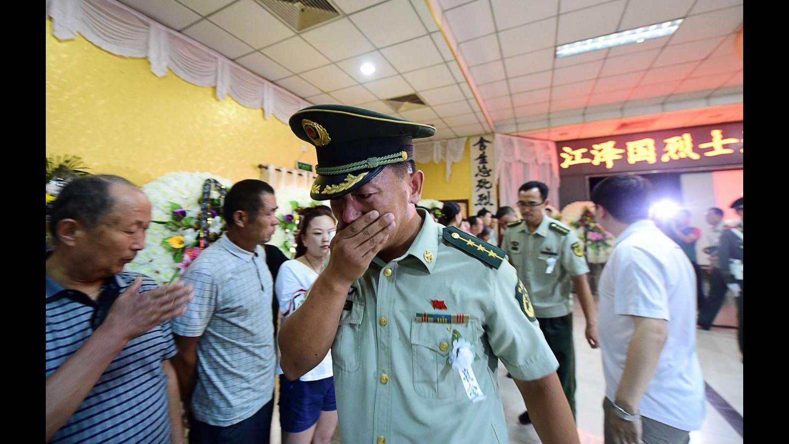 Cina, 12 arresti e 11 indagati per le esplosioni a Tianjin: morti saliti a 145