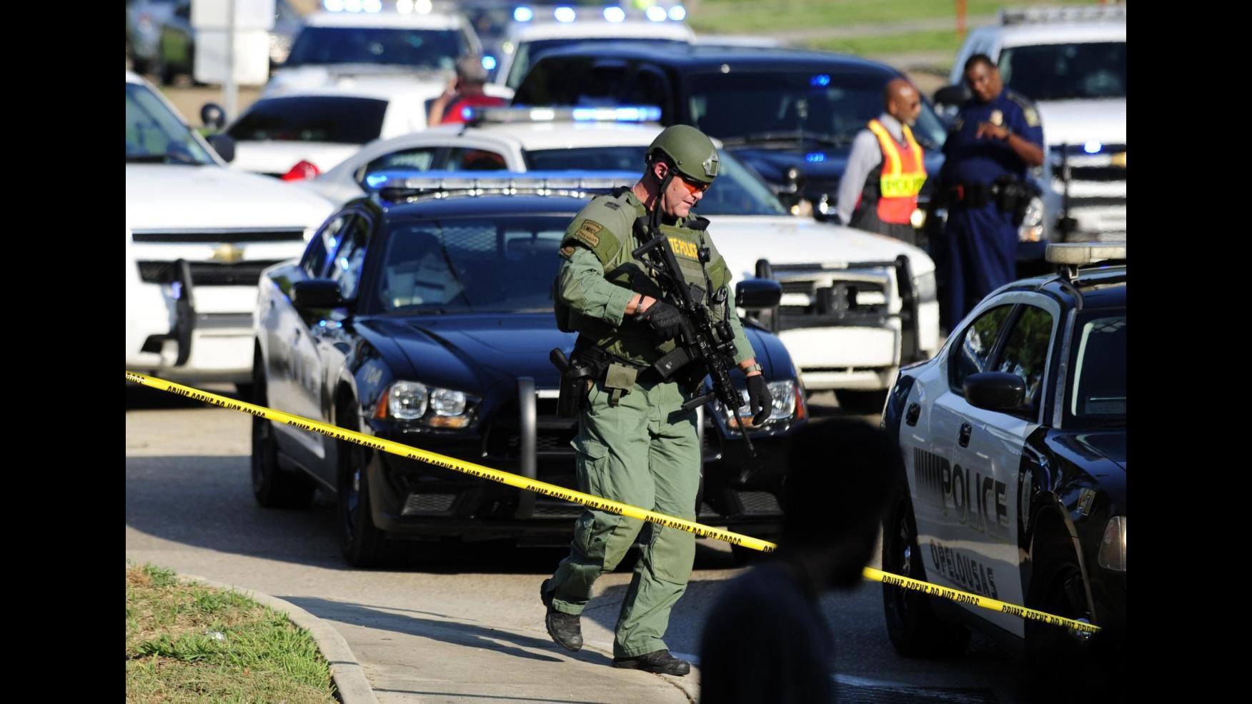 Stati Uniti, uccide due persone e si barrica in un market in Louisiana: arrestato