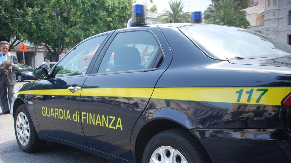 Cuneo, sequestrati circa 24mila prodotti in otto negozi