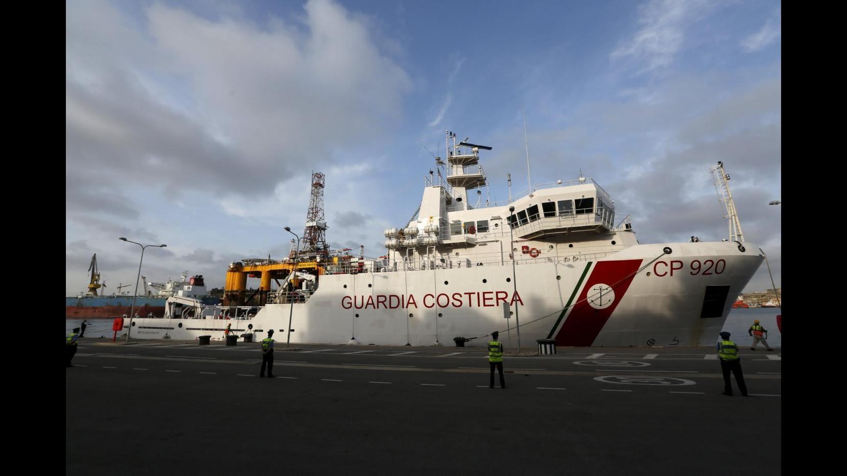 Sbarchi, nave Gregoretti con superstiti arrivata a Catania