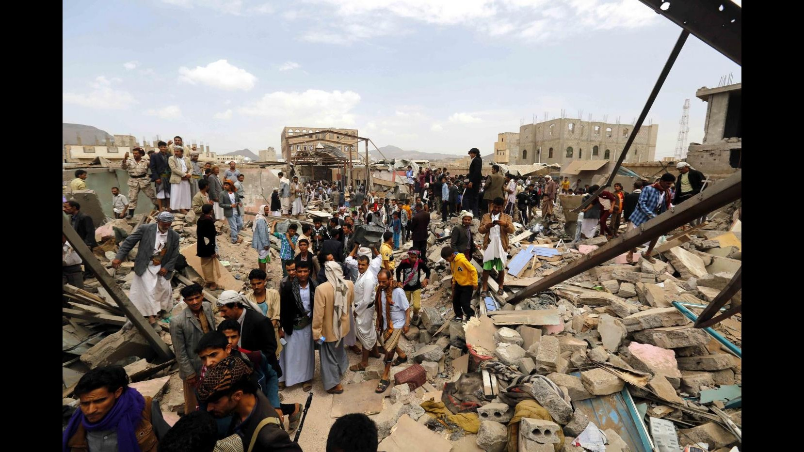 Yemen, liberato ostaggio britannico di al-Qaeda in operazione Emirati
