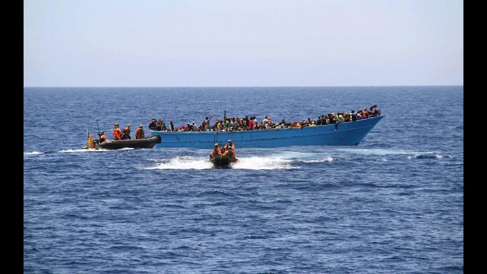 Marina militare: soccorsi oltre 900 migranti in 2 diversi interventi