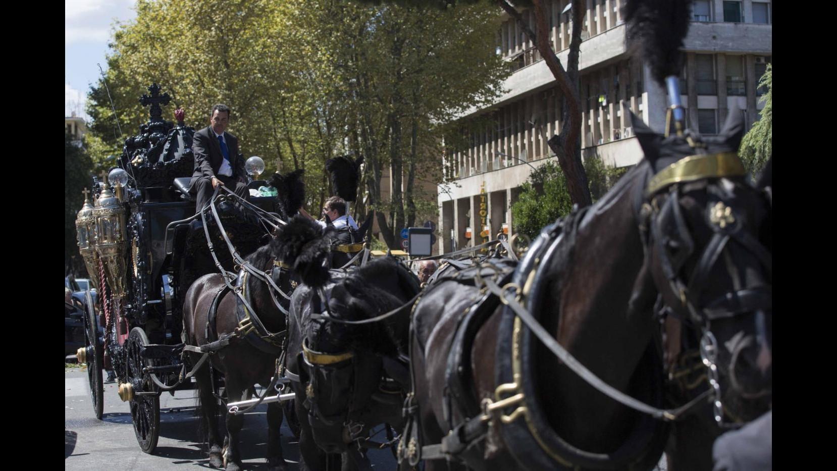 Casamonica, agenzia pompe funebri smentisce: non noi funerale