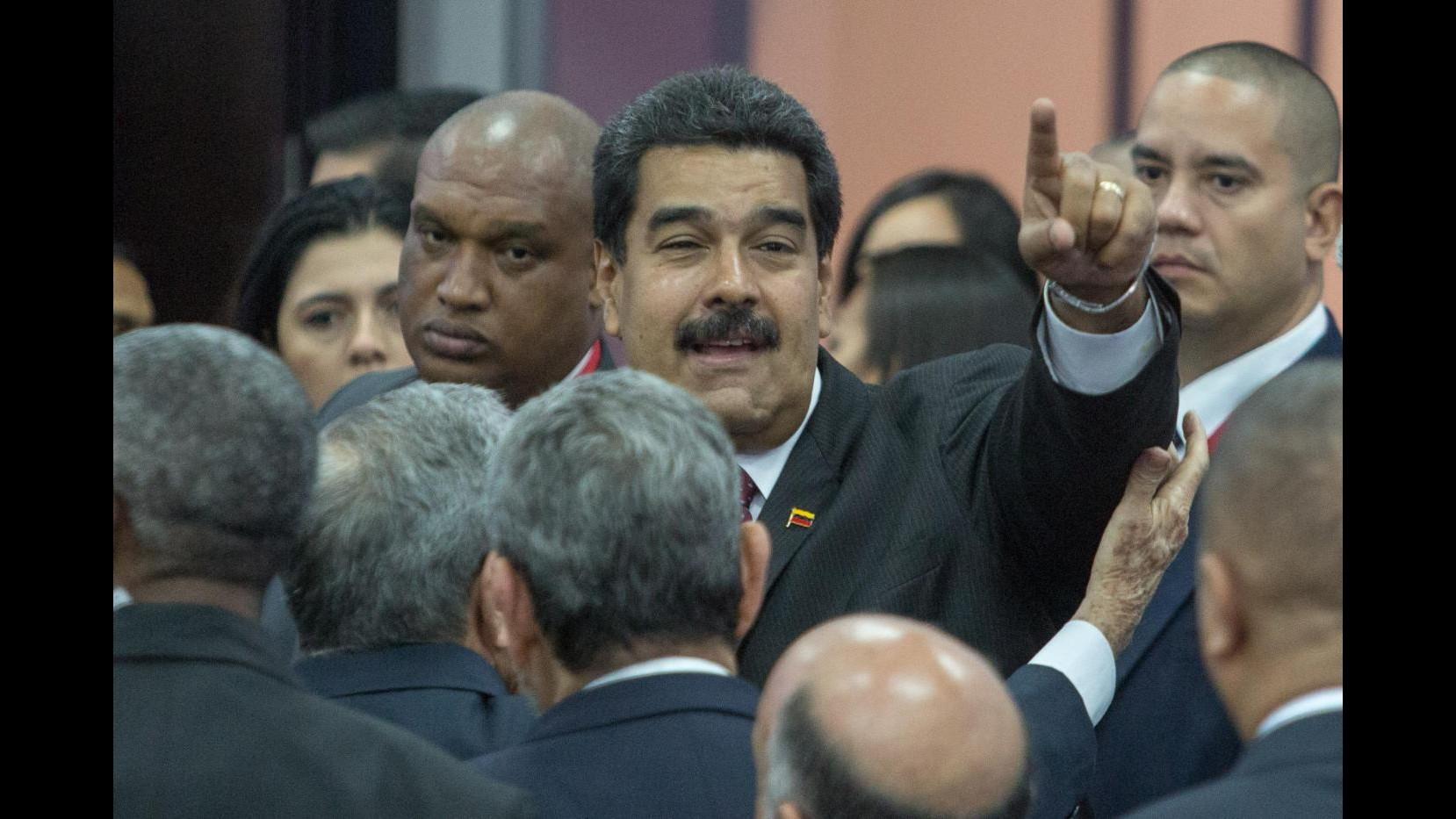 Venezuela, Maduro incontra Obama a Panama: Non siamo nemici degli Usa