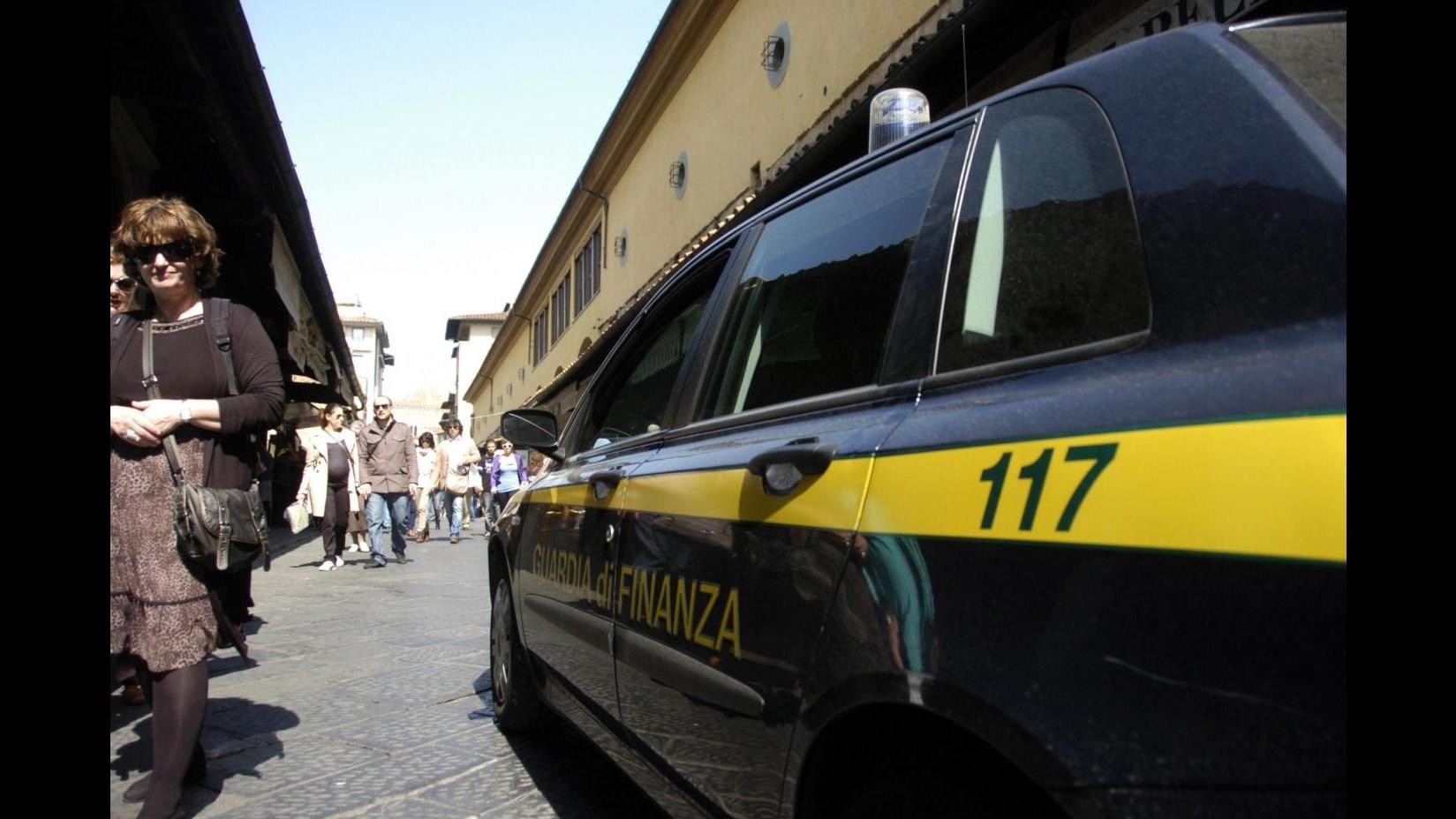 Napoli, cinquemila euro in banconote false: arrestato
