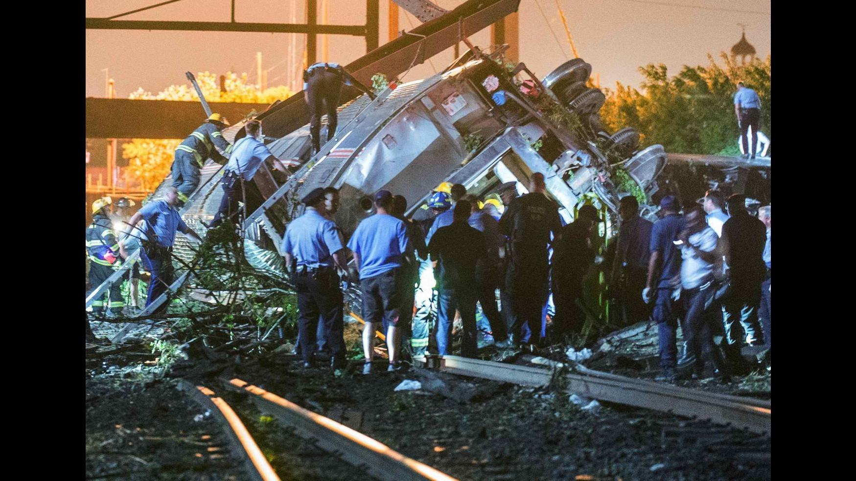 Usa, deraglia treno a Filadelfia: almeno 5 morti e 65 feriti