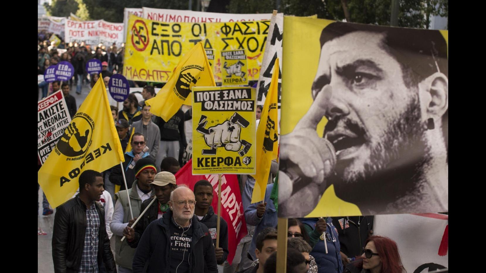 Grecia, ripreso processo a vertici Alba dorata, corteo davanti carcere