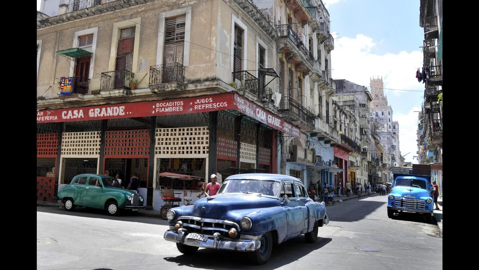 Cuba, Hollande è arrivato all'Avana: incontrerà Raul Castro
