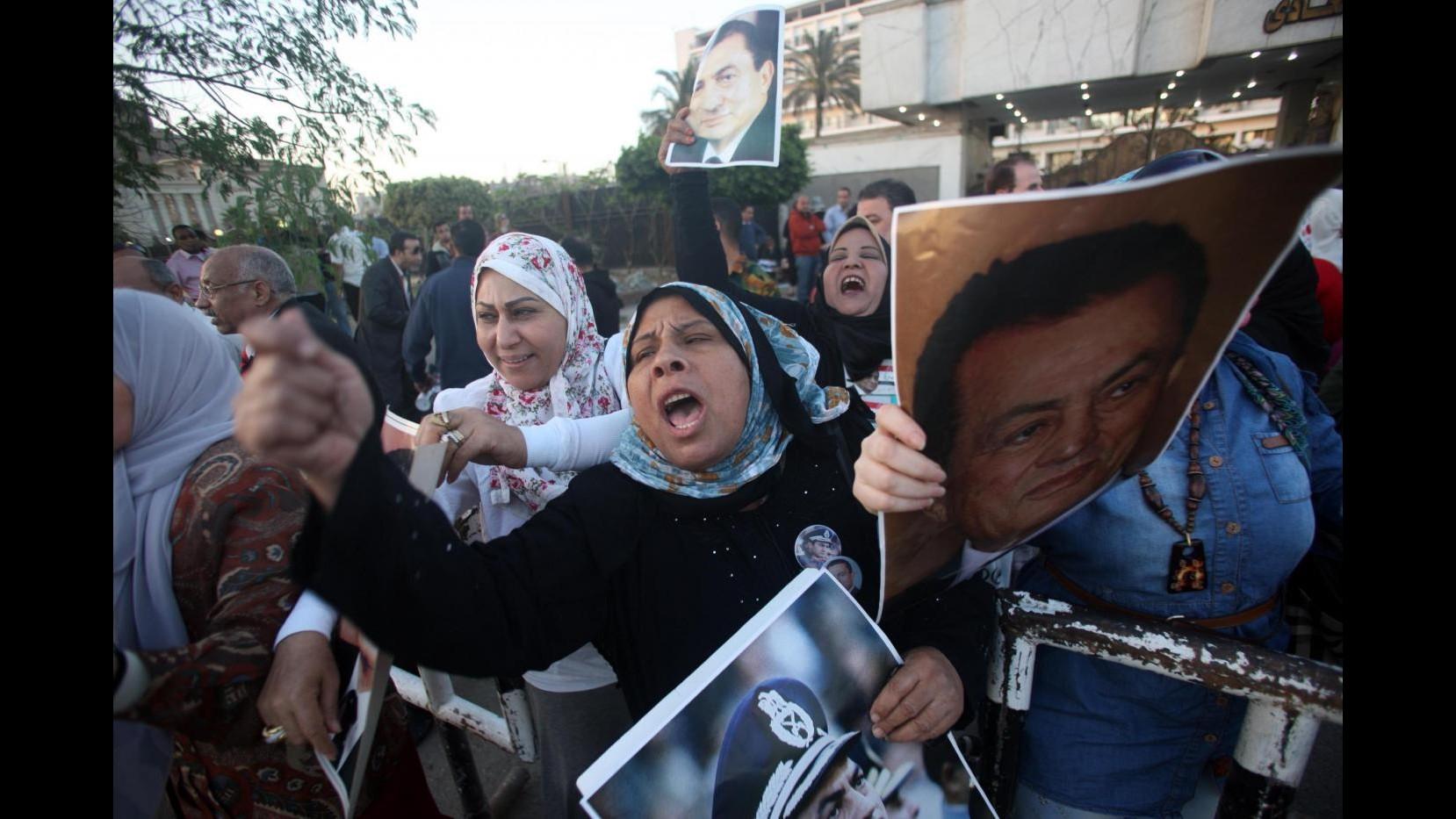 Egitto, Mubarak e 2 figli condannati a 3 anni per peculato
