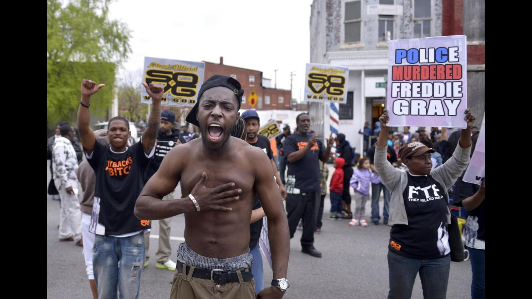 Baltimora, violato coprifuoco: una decina di manifestanti arrestati