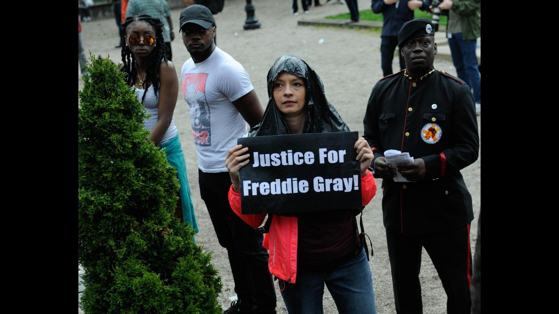 Usa, procura Baltimora: incriminati 6 poliziotti per morte Freddie Gray