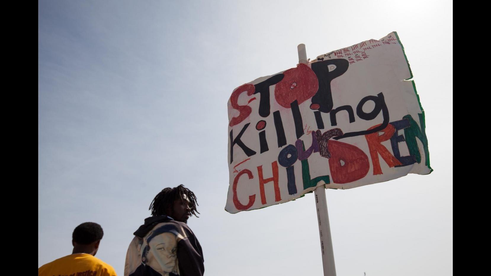 Usa, protesta a Ferguson in solidarietà Baltimora: uomo ferito da spari