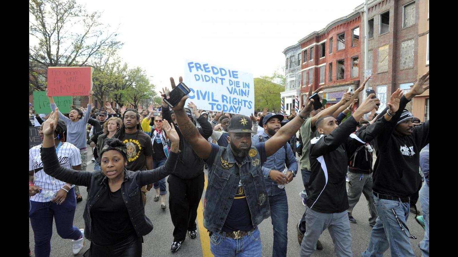 Usa, ancora tensioni a Baltimora: violato coprifuoco, 10 arresti