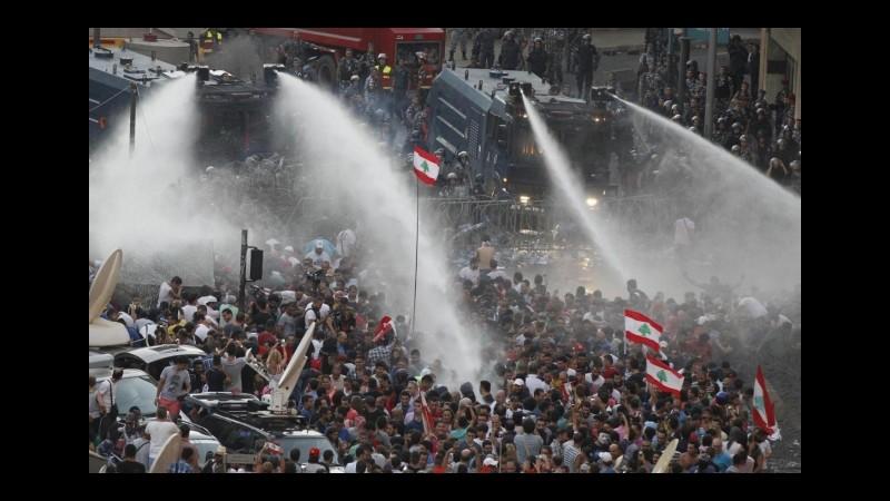 Libano, a Beirut nuovo corteo 'You stink', manifestanti già radunati