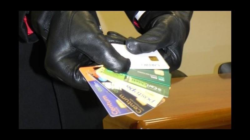 Catania, avevano skimmer, 200 carte clonate e 17.000 euro: 2 arresti