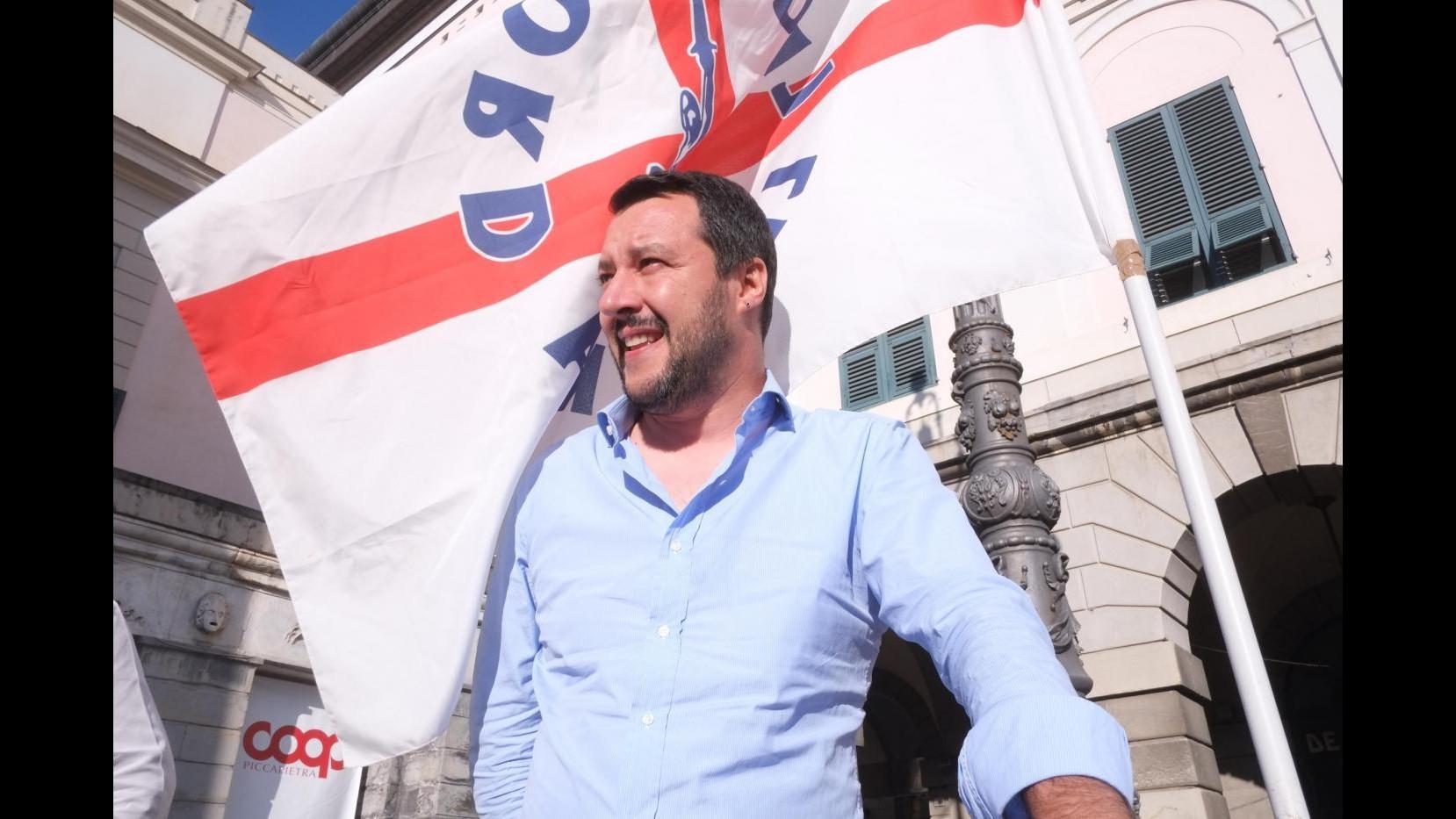 """Salvini, """"Quando saremo al governo raderemo al suolo i maledetti campi rom"""""""