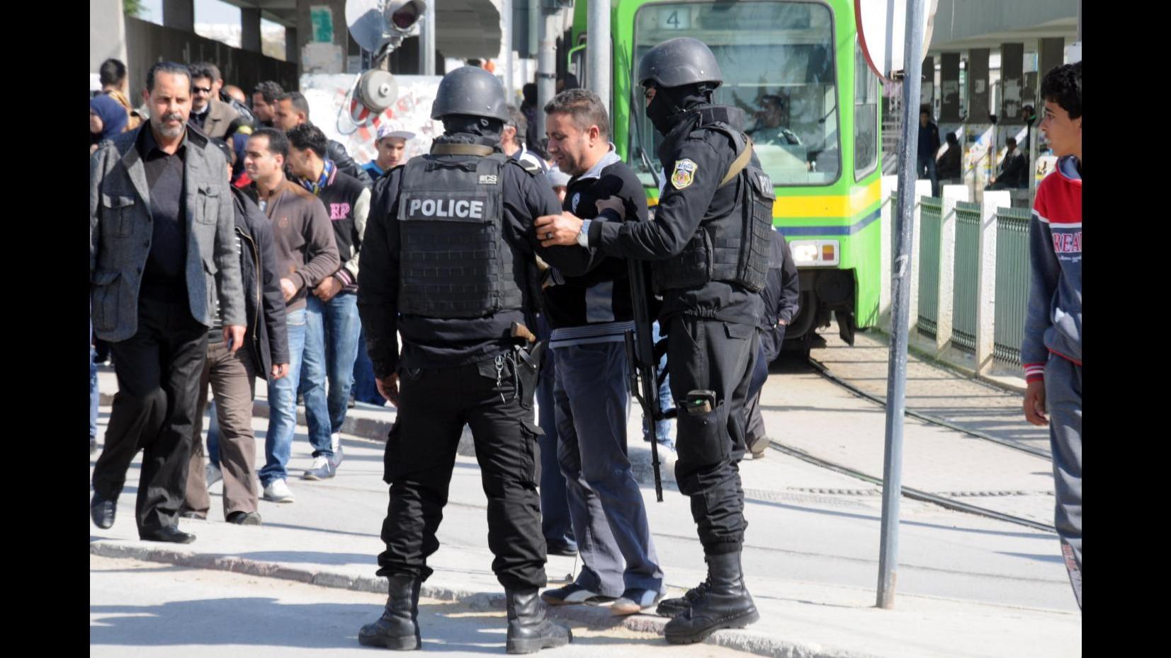 Soldato spara in caserma a Tunisi: sette militari uccisi