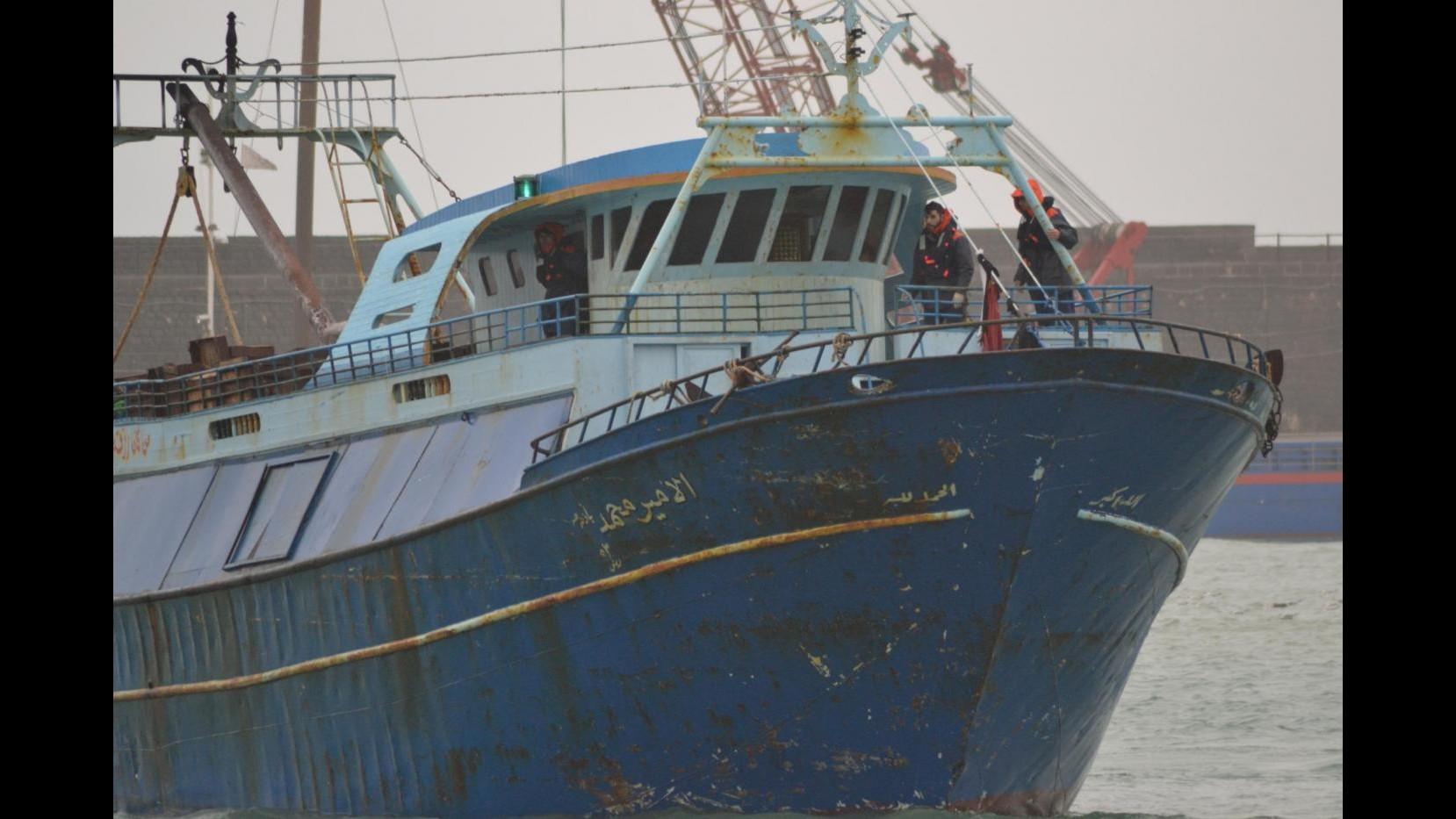 Sbarchi, marina militare soccorre barcone a nord della Libia