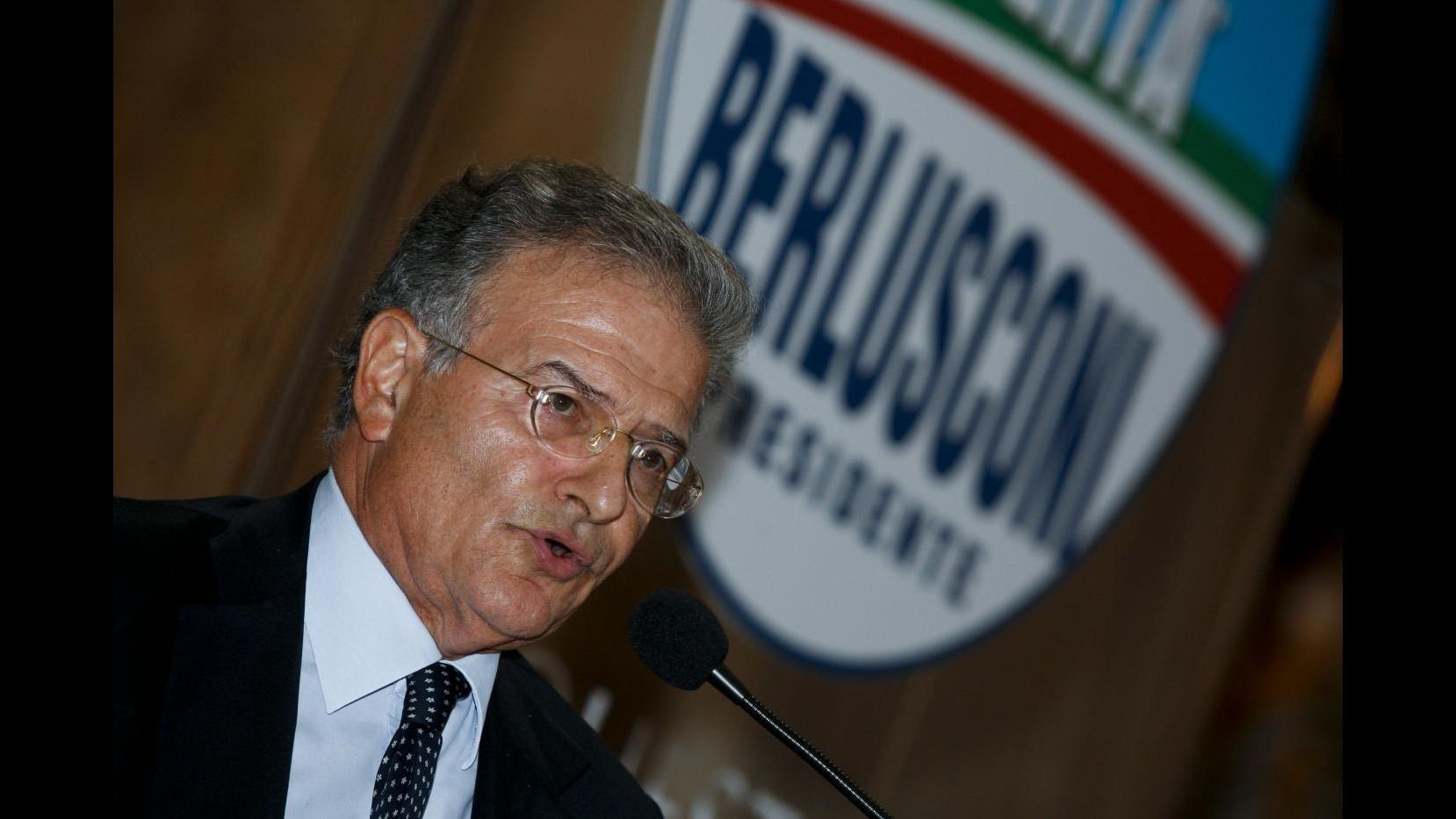 Fi, Cicchitto (Ncd): Fossi Berlusconi mi interrogherei sul partito