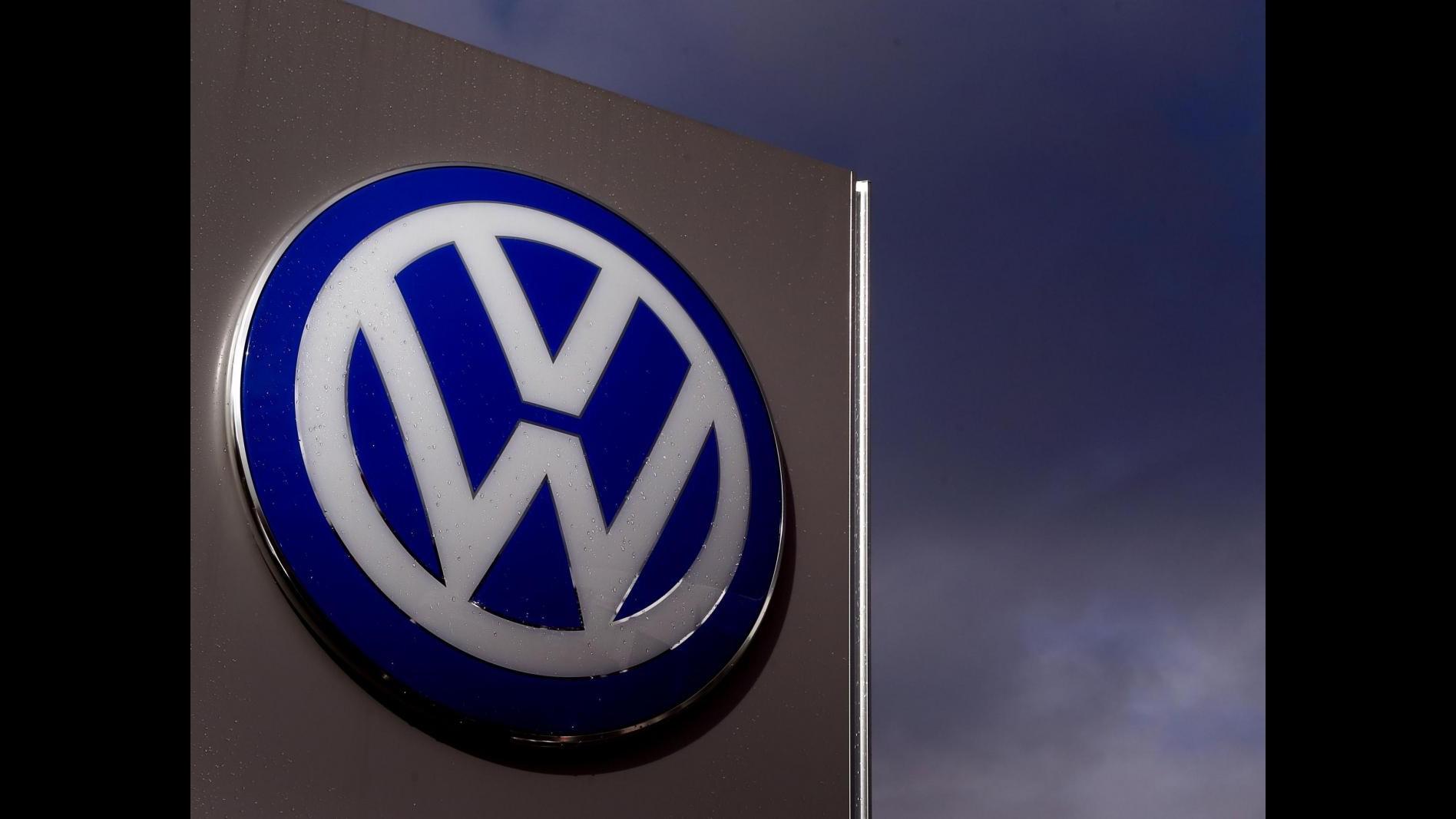 Volkswagen, In Italia un milione di auto coinvolte. Codacons: Blocco vendita vetture