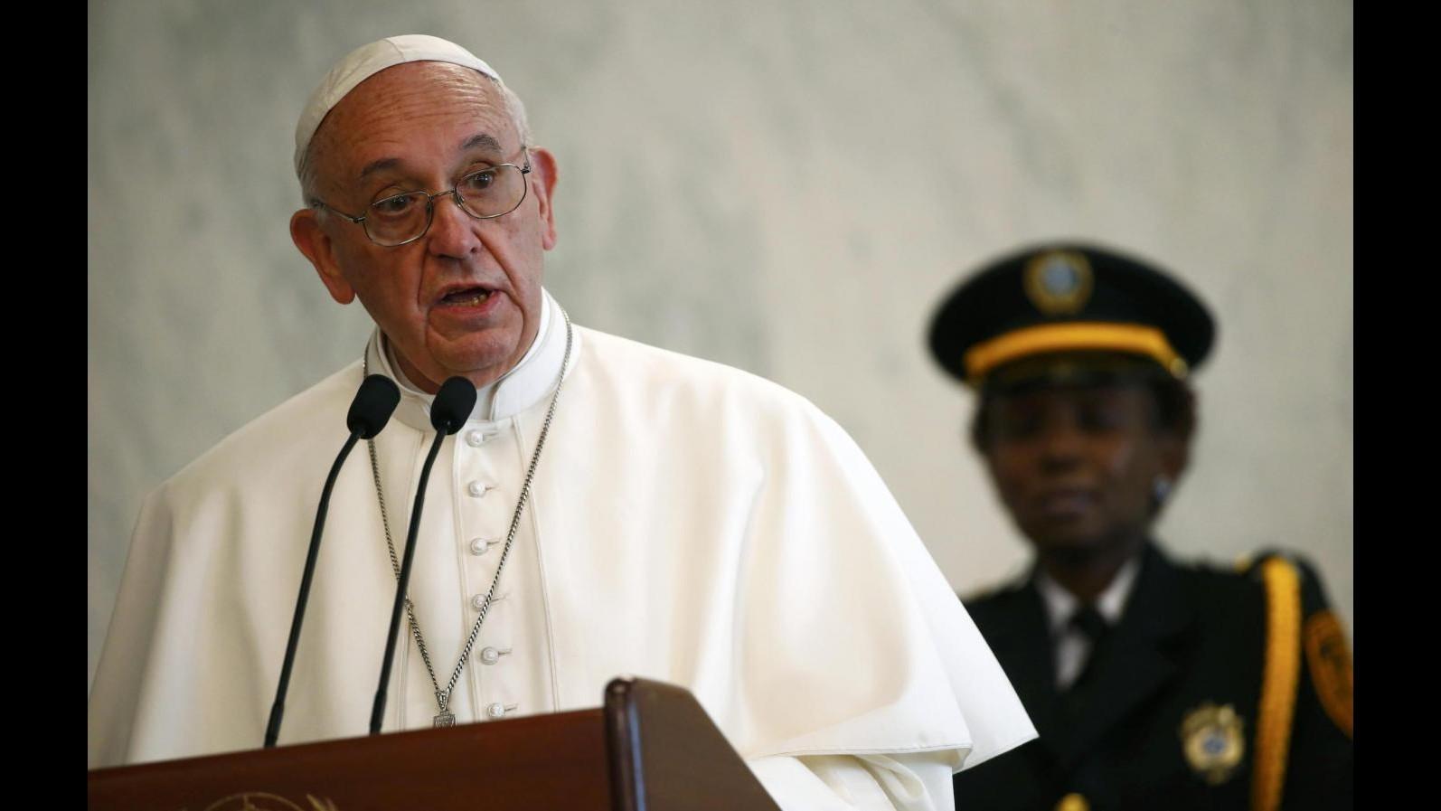 Papa ai bimbi: Tanti qui da altri Paesi, una buona cosa