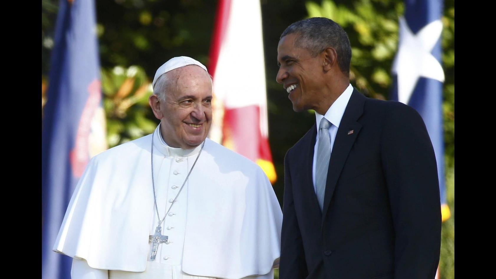Usa, il Papa atterra a New York: la folla lo attende alla cattedrale
