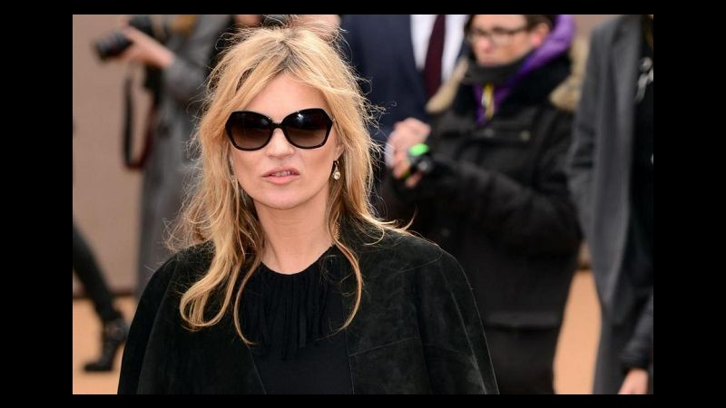 Kate Moss dà in escandescenze in aereo e interviene la polizia
