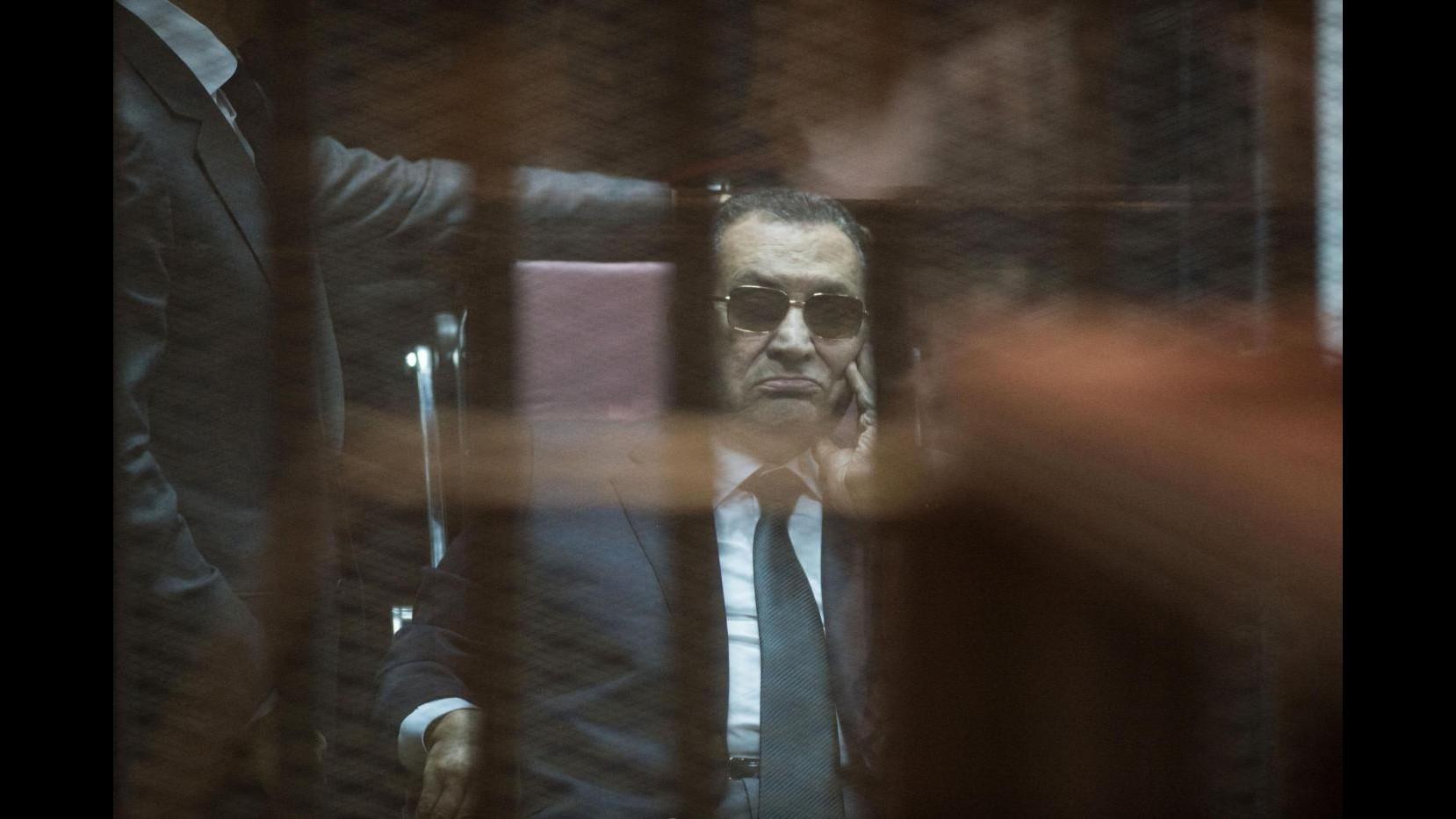 Egitto, cancellata assoluzione: Mubarak sarà nuovamente processato