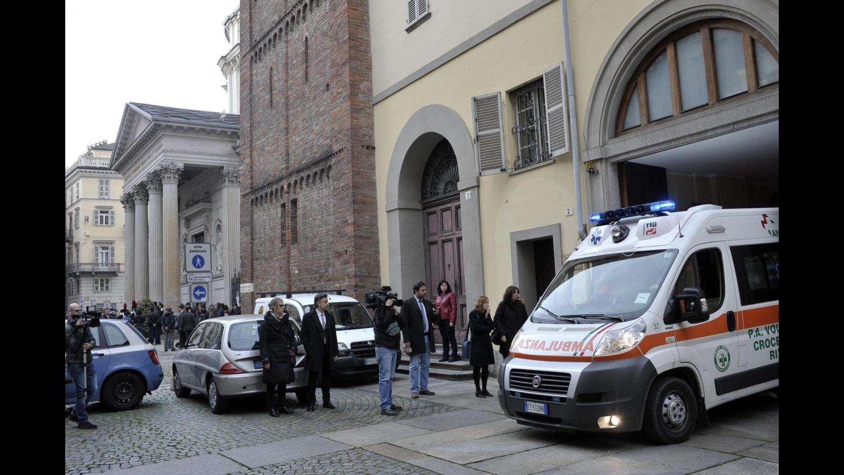 Torino, 44enne accoltella medico e infermiere per sfuggire al Tso
