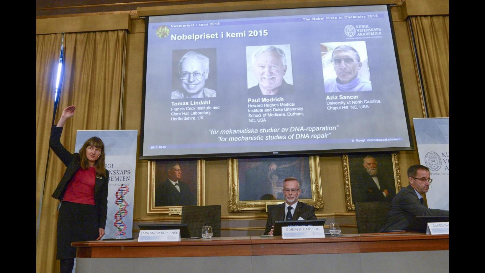 Nobel, premio Chimica a Lindhal, Modrich e Sancar per studi su Dna danneggiato