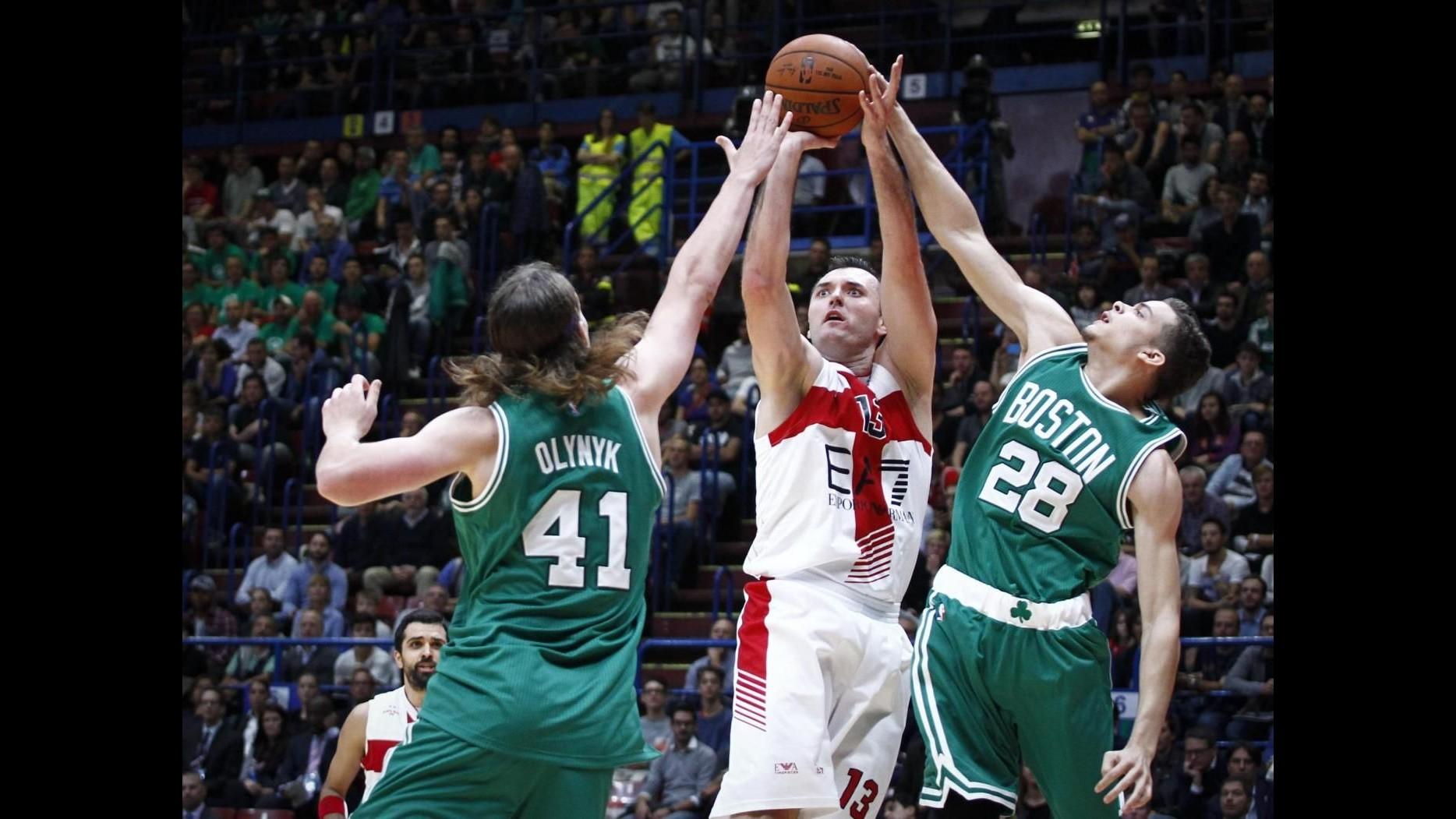 Basket, festa a Milano per star Nba: Boston travolge l'Olimpia