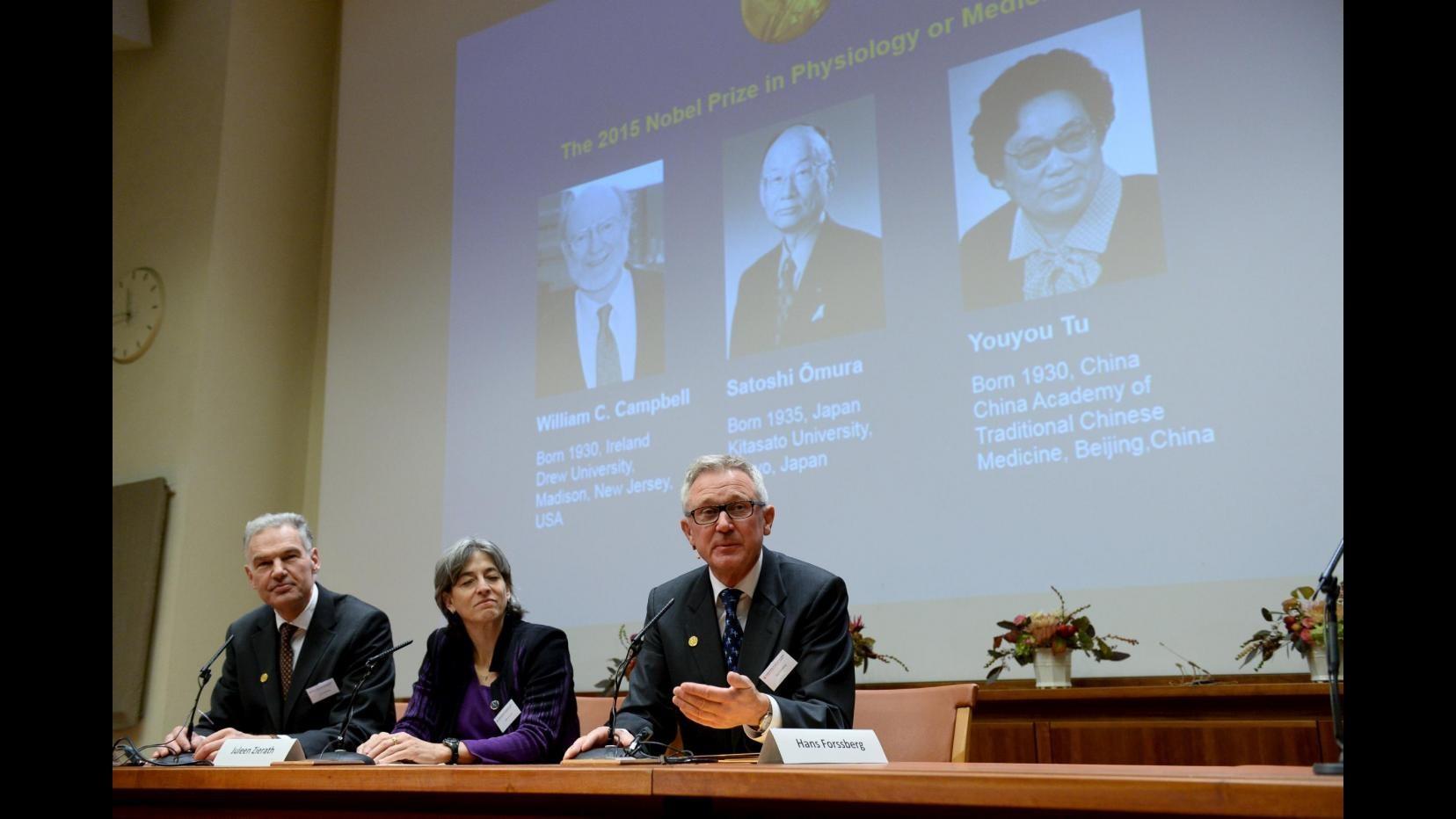 Il Nobel per la Medicina a Campbell, Omura e Tu per studi e cure contro la malaria