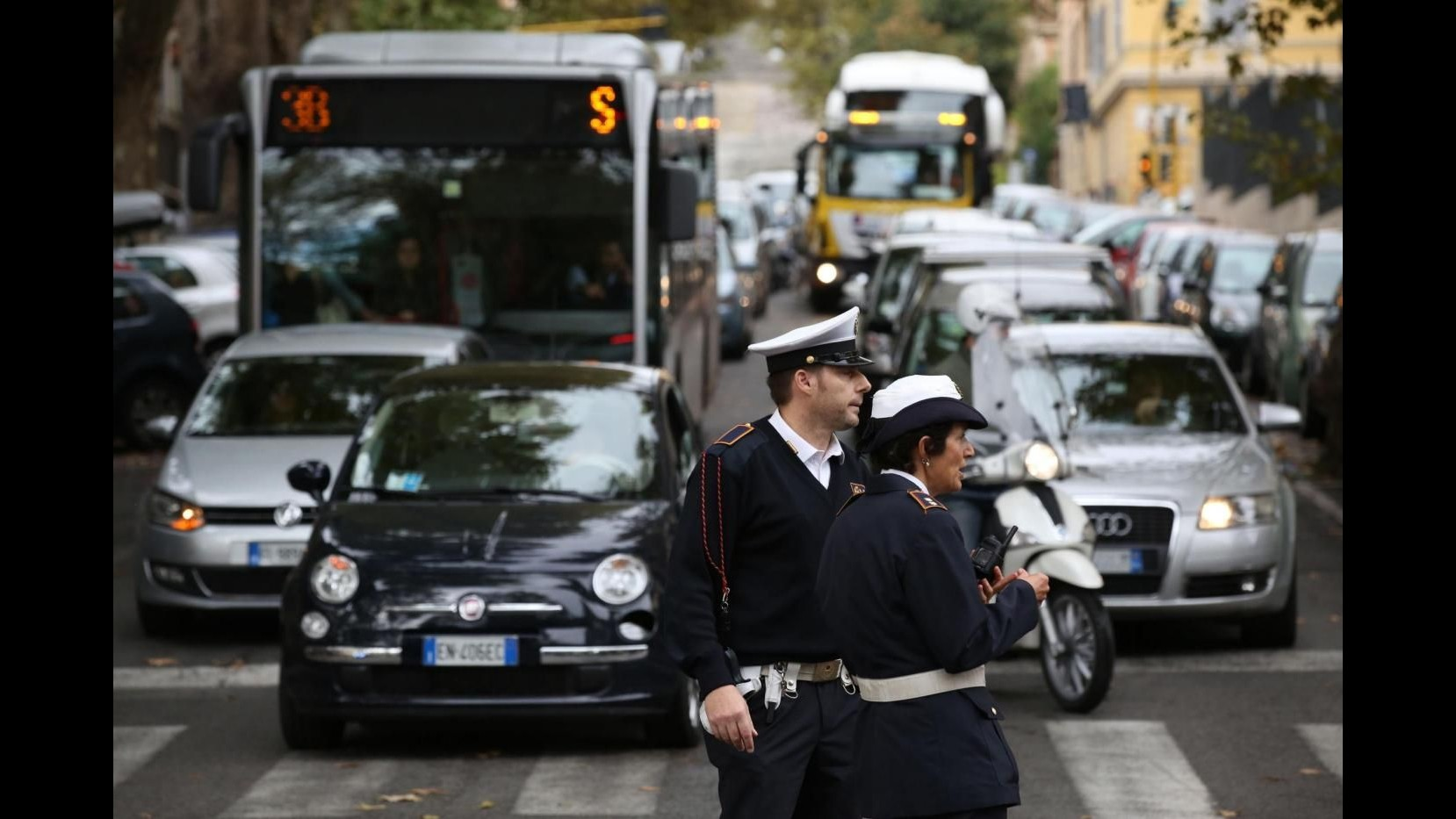 Roma, metro A e B chiuse, cortei in centro: disagi in città