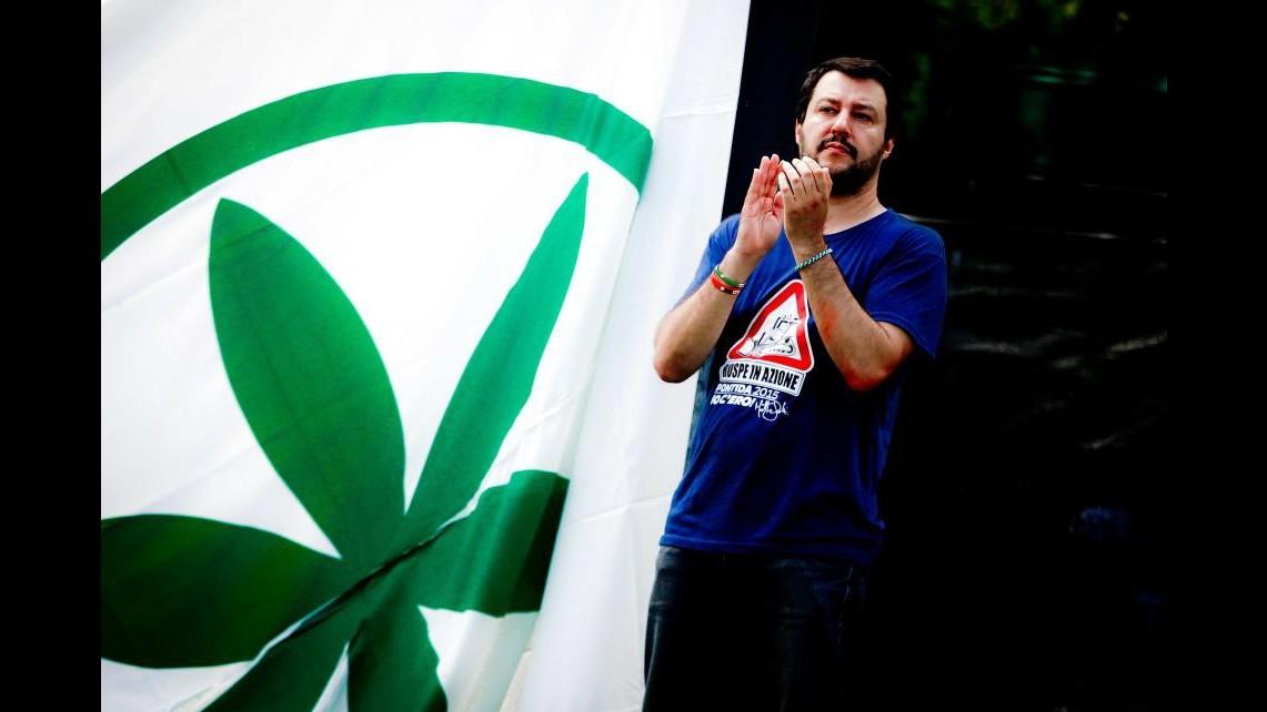 Lega, Salvini da Pontida sfida Renzi: Ruspa contro il governo